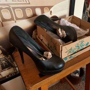 "NWT ""BAMBOO"" Black ""Colada"" Style Heels"